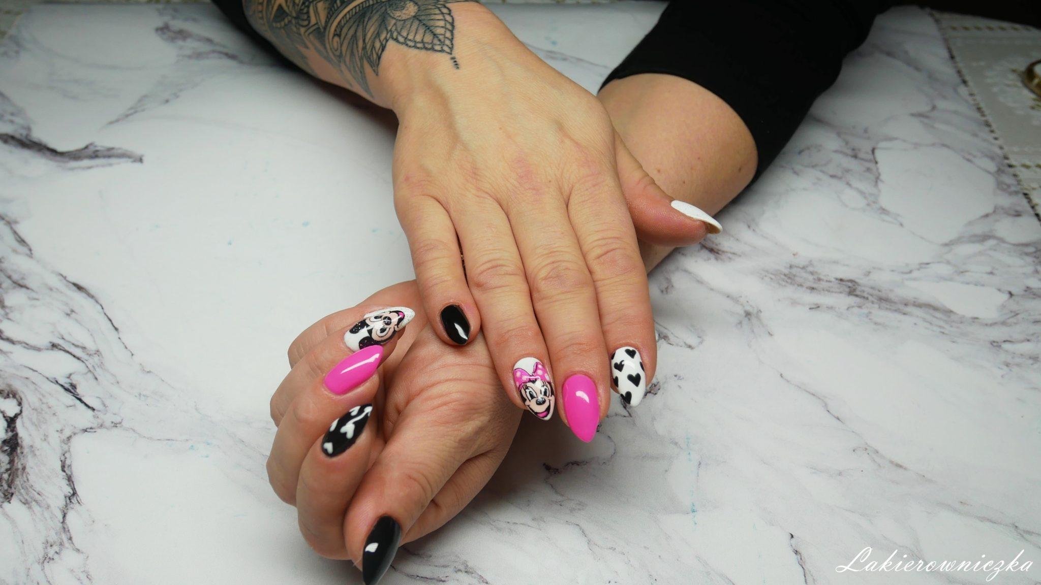 Myszka-Miki-na-paznokciach-hybrydowych-Semilac-008-intensive-pink-biala-hybryda-czarna-Lakierowniczka-zdobienie-serca