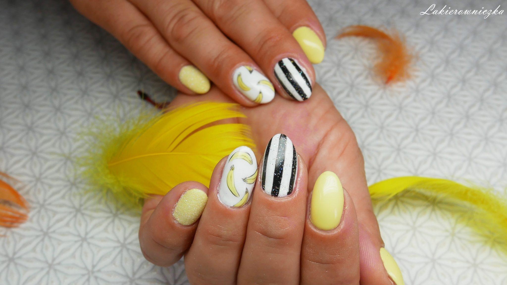 bananowa-hybryda-Provocater-094-vanilla-icecream-na-paznokciach-hyrbydy-bialo-czarne-paski-paznokcie-efekt-syrenki-syrenka-banany-Lakierowniczka