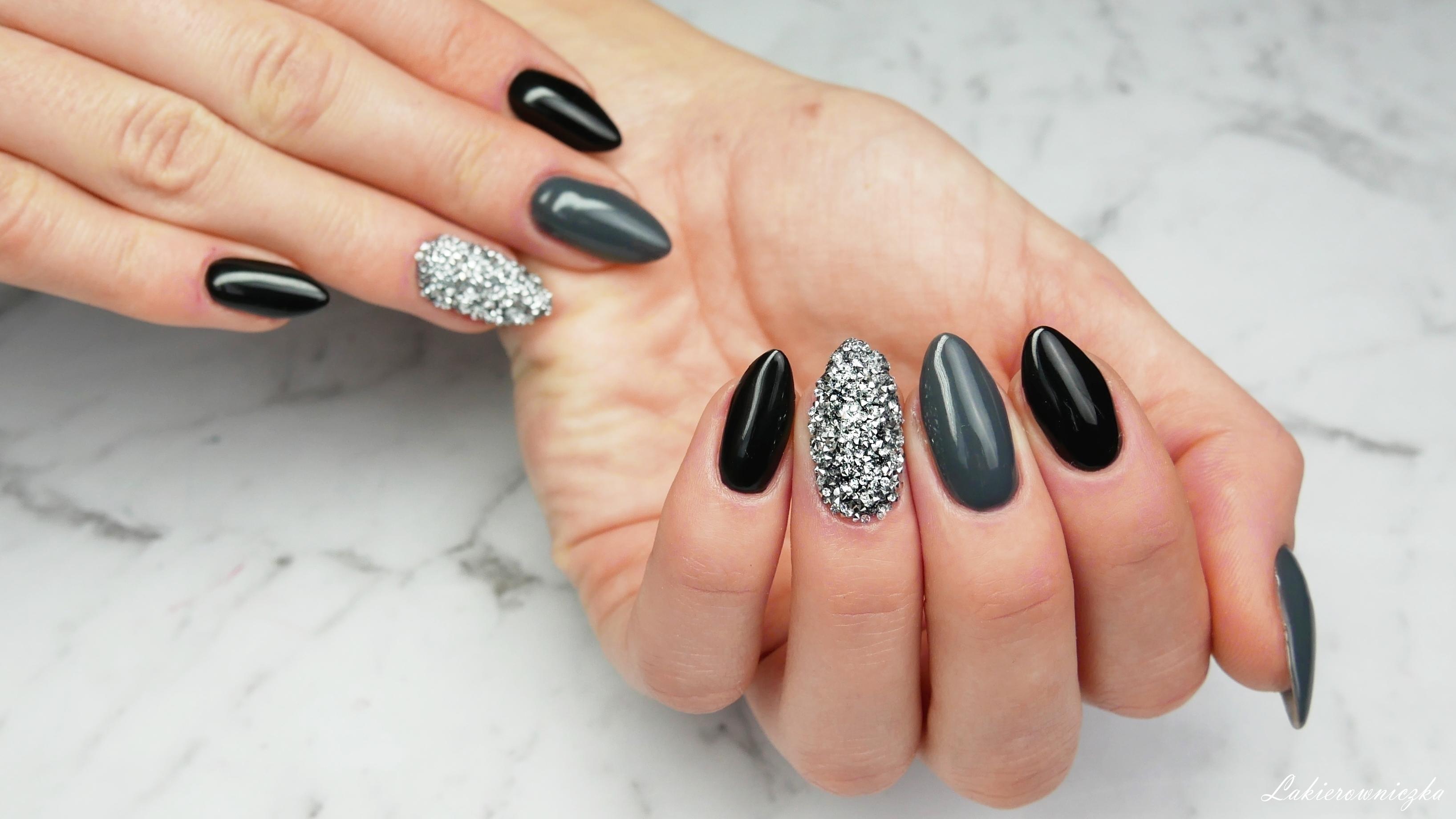 crystal-pixie-male-diamenciki-krysztalki-Swarovskiego-pixie-effect-mirror-srebrne-silver-hybrid-nails-black-czarn-paznokcie-Lakierowniczka-crystal pixie effect