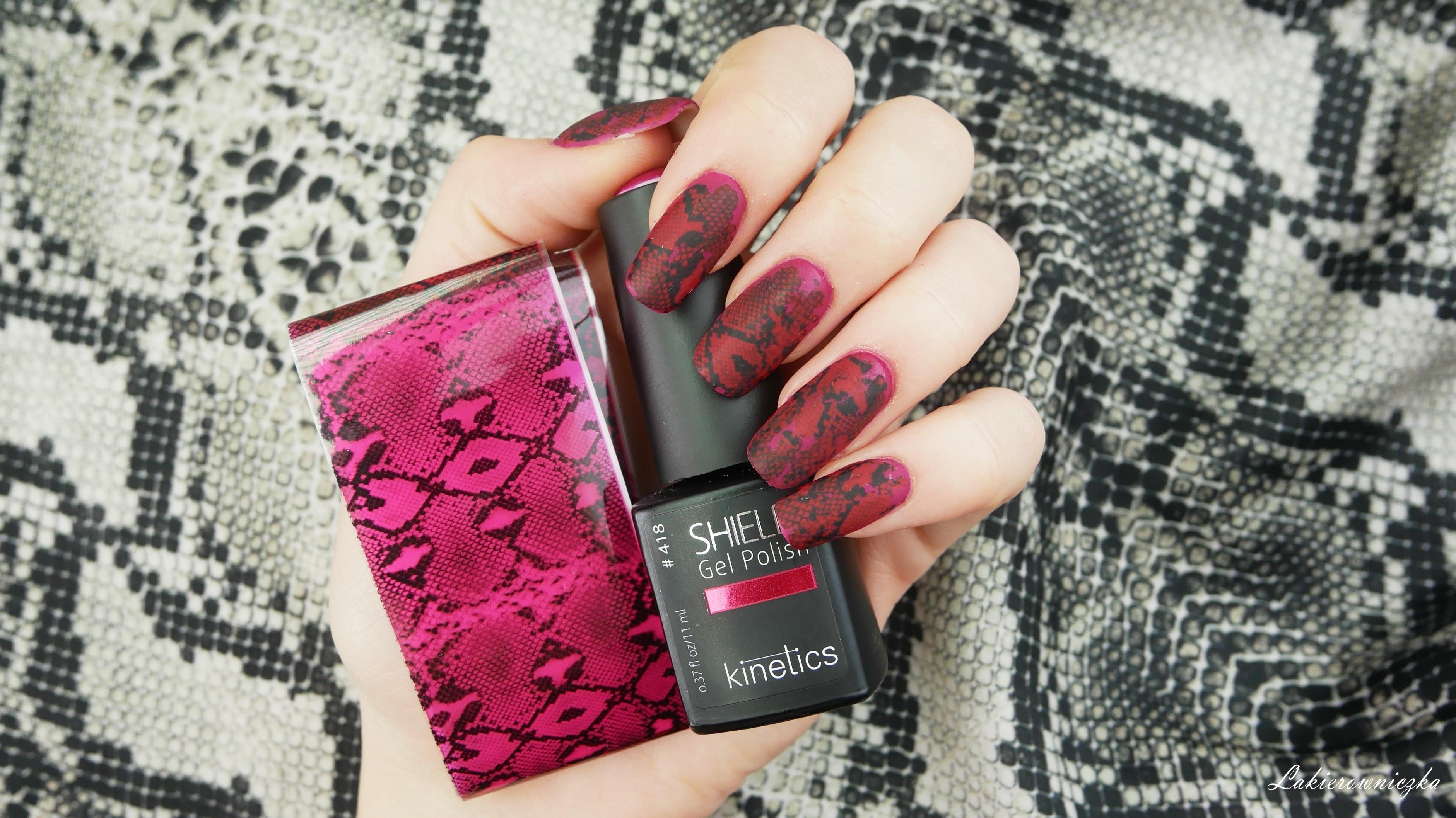 paznokcie-w-wzor-wezowej-skorki-wezowe-paznokcie-snake-skin-nails-Lakierowniczka-kinetics-mirror-like-red-folia-transferowa