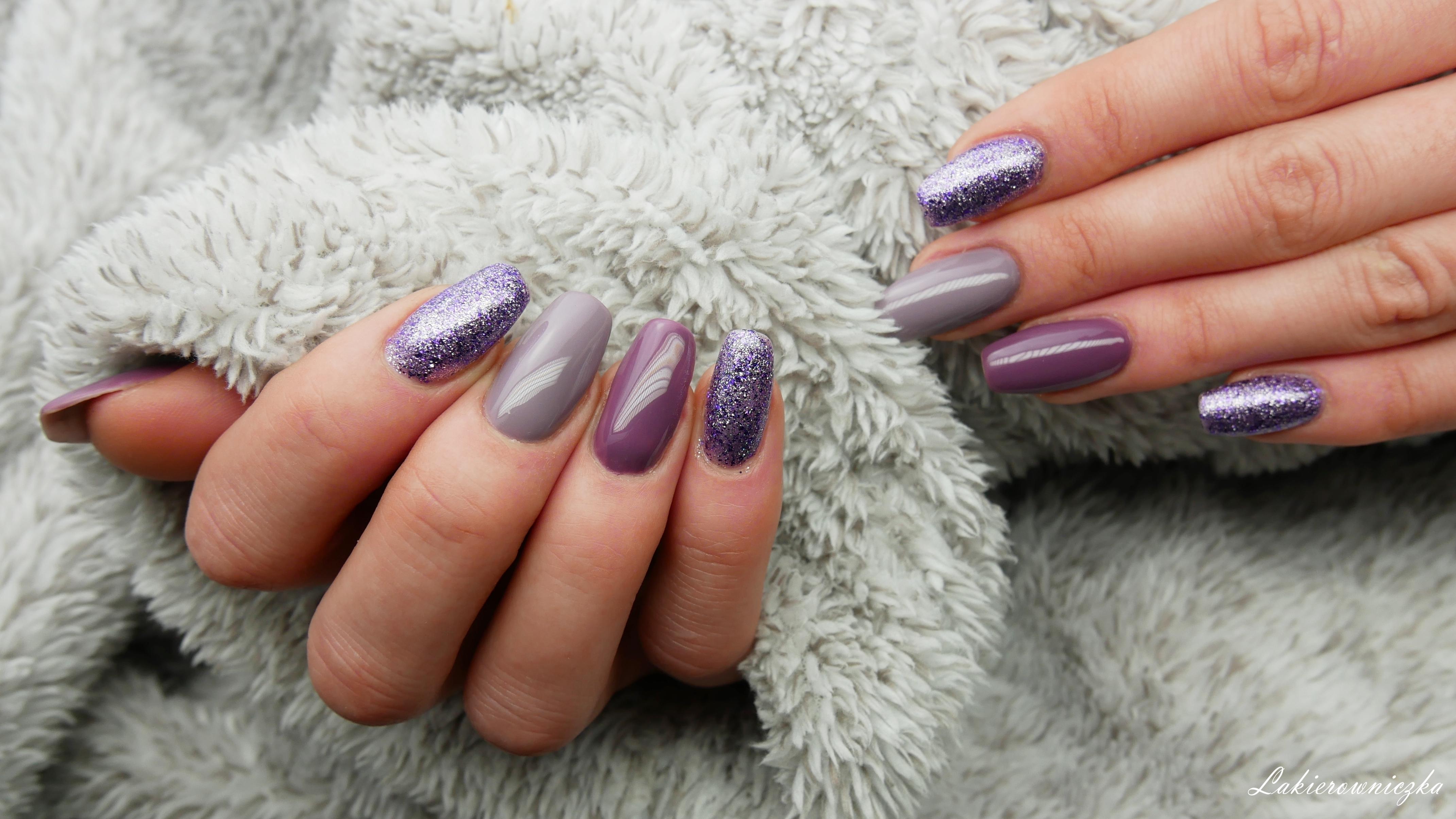 fioletowe-hybrydy-paznokcie-hybrydowe-pinails-245-ncla-brentwood-wives-hihybrid-403-light-nude-Lakierowniczka