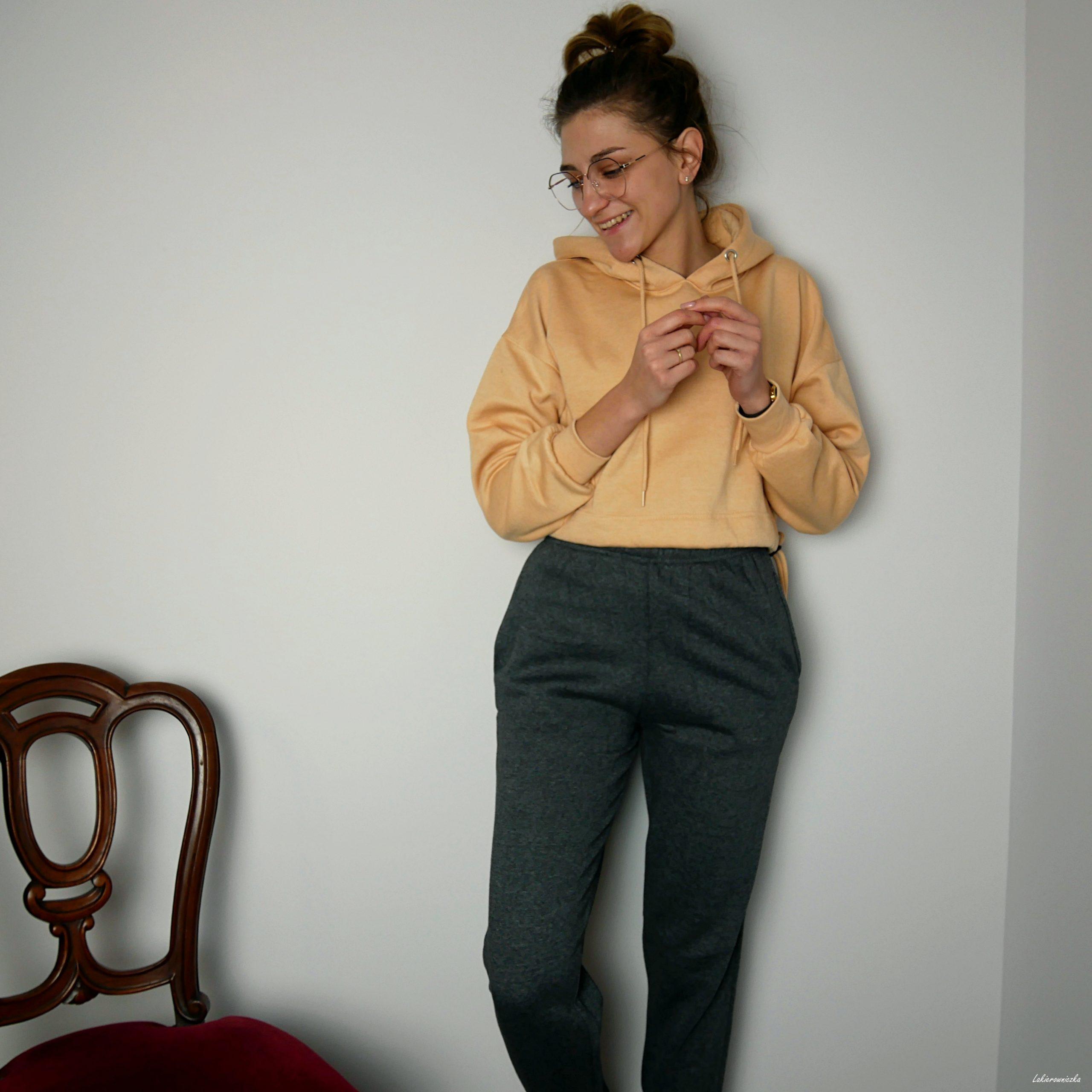 Femme-Luxe-dresowe-spodnie-sukienka-elegancka-Lakierowniczka